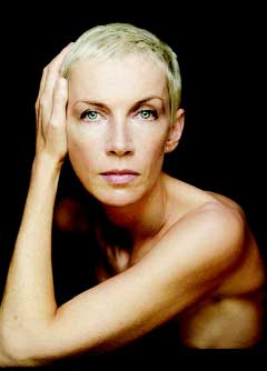 2398 - Annie Lennox 'Bares' it All for Chicago - Gay Lesbian