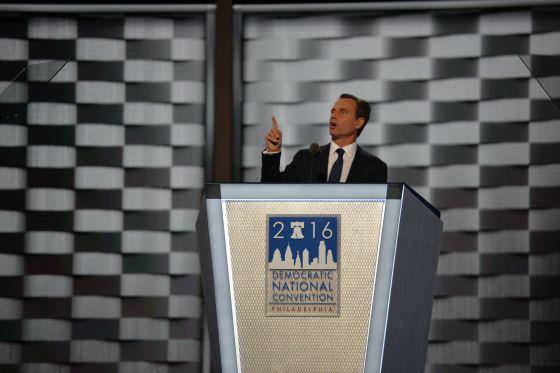 DEMOCRATIC NAT'L CONVENTION Day 2: Bill praises, Dems nominate Hillary Clinton