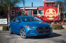 AUTOS-VEHICLE-REVIEW-2017-Hyundai-Elantra-Less-swoopy-more-suave-