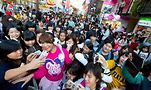 Ai Haruna surrounded by fans in Harajuku