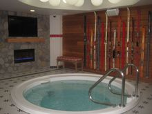 STAYCATION-REVIEW-Feeling-the-vibe-at-ACME-Hotel-Company