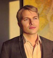 LGBT-journalist-Ronan-Farrow-wins-Pulitzer-