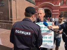Human-rights-campaigner-Peter-Tatchell-arrested-during-legal-protest-in-Moscow
