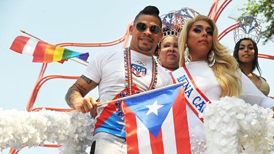 Gay boxer reigns over Puerto Rican parade