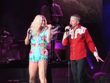 CONCERT-REVIEW-Kesha-Macklemore-rock-rainbows