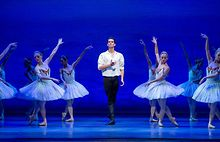 Joffreys-Swan-Lake-draws-on-Degas-backstage-drama