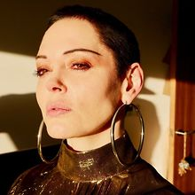 10-Questions-with-Vic-talking-with-Rose-McGowan