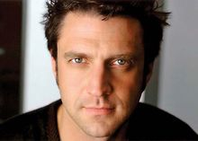 Raul-Esparza-to-be-in-Hamlet-next-year